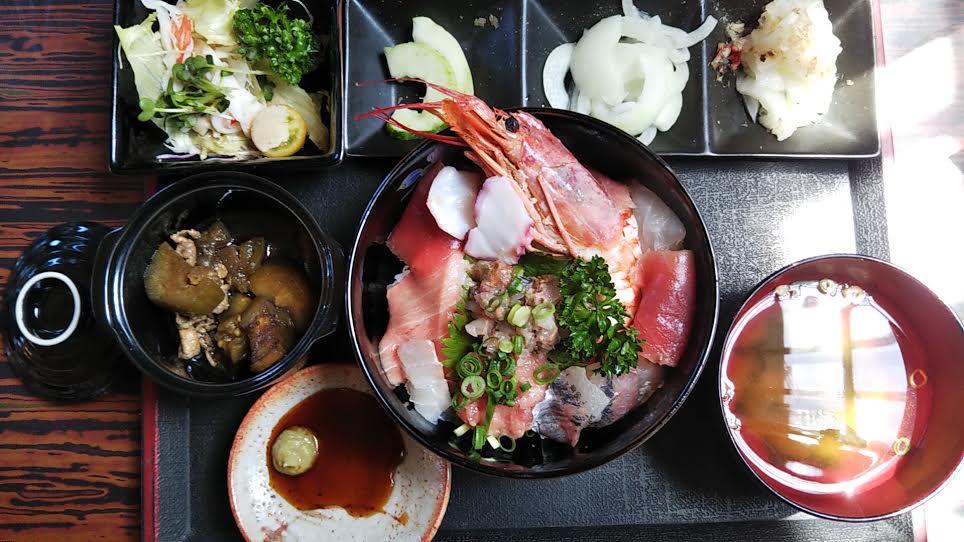 「松大丸」の海鮮丼