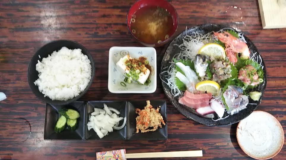 「松大丸」の刺身定食