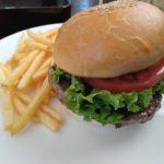 「レインボーグリル」のハンバーガー